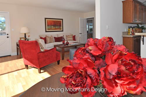 La Crescenta house staging dining room with flowers