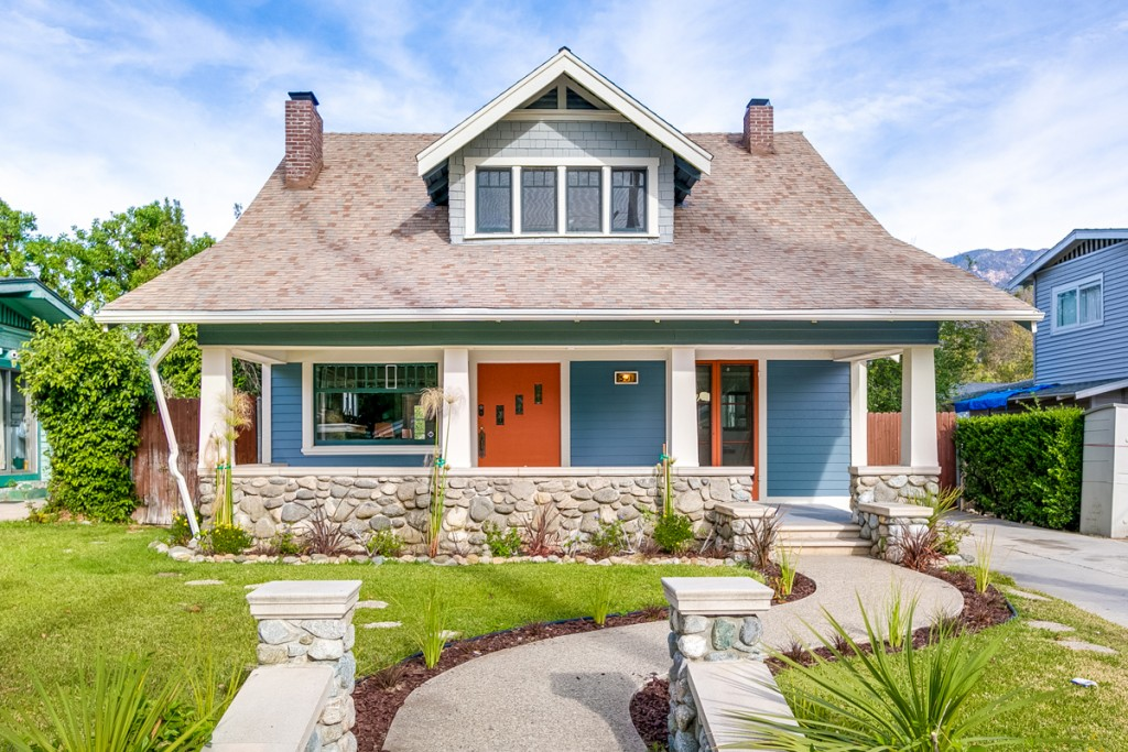 Investor home staging Craftsman with red door